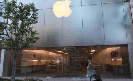 """Plėšimų metu """"Apple"""" uždaro savo parduotuves JAV"""