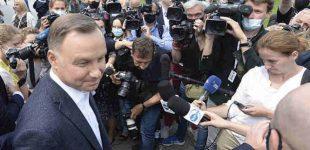 Rinkimai Lenkijoje: apklausų po balsavimo duomenimis laimi Andzejus Duda