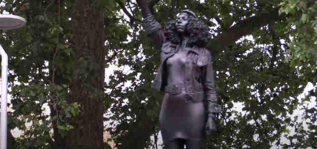 Bristolis: naujieji herojai vietoje senųjų statulų