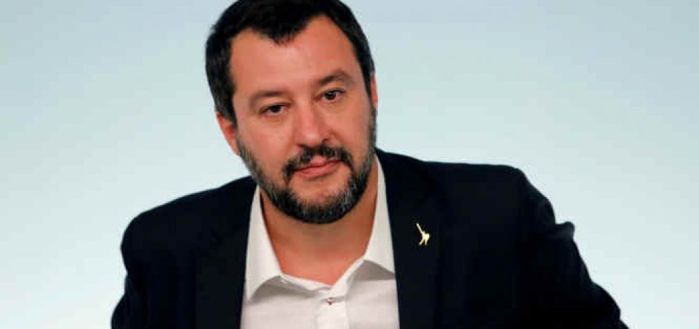 Italijos dešiniųjų lyderis, Matteo Salvini, prarado parlamentinį imunitetą dėl sulaikytų jūroje nelegalių migrantų