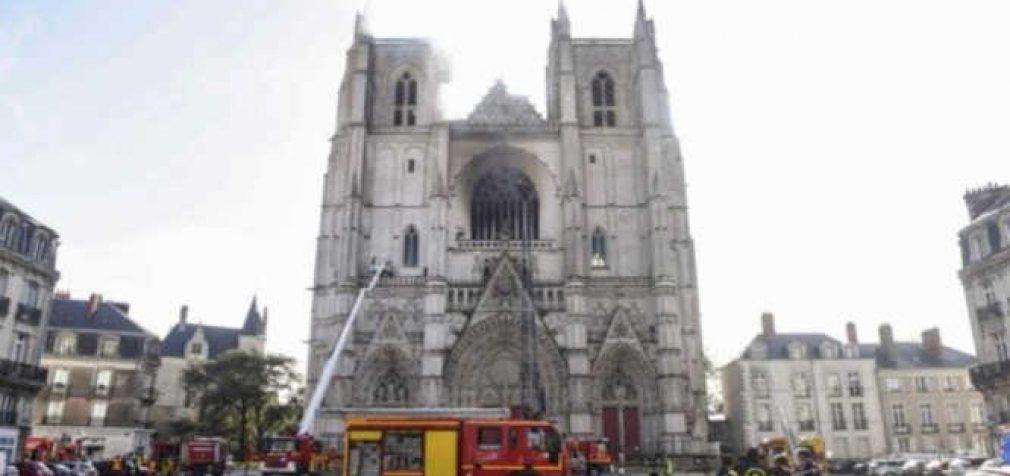 Gaisras Šv. Petro ir Povilo katedroje Prancūzijoje – įtariamas padegimas