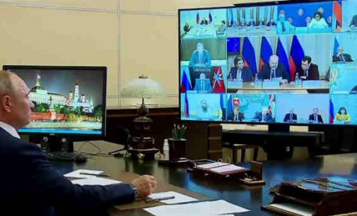 """Putinas: """"Konstitucijos pataisos priimtos liaudies valia"""""""