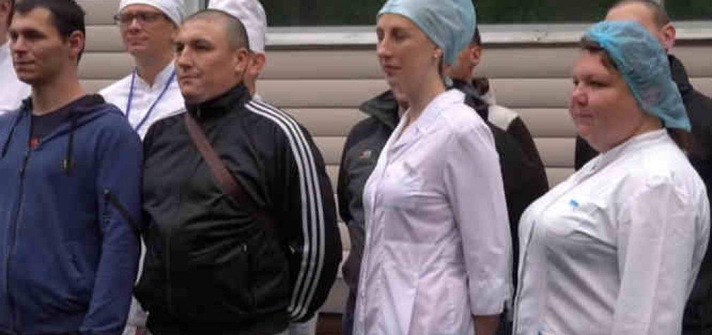 """""""Jie apsaugoti nuo koronaviruso"""": Maskvoje iš ligoninės išrašyti pirmieji savanoriai testavę vakciną"""