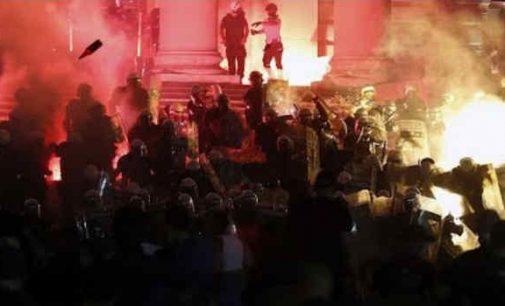 Policija išvaikė protestuojančius Belgrade serbus ašarinėmis dujomis