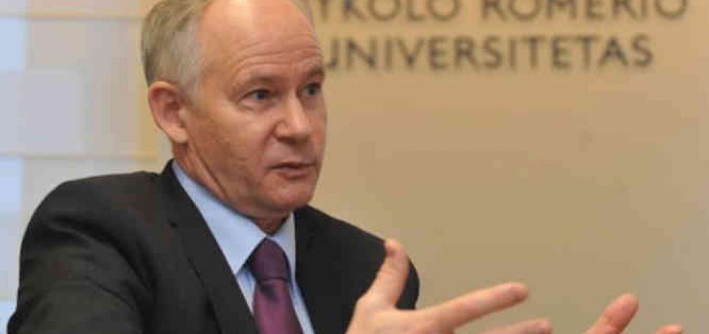 Ministras A. Monkevičius pripažįsta, kad dabartinė mokymo sistema – niekam tikusi – mokiniai nesusidoroja su krūviais