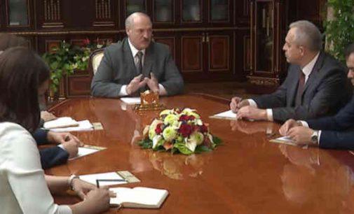 Lukašenka susirūpino Sąjunginės valstybės ateitimi ir panoro pasišnekėti su Putinu