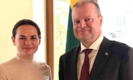 Saulius Skvernelis parodė Lietuvai pavyzdį – nusifografavo be kaukės su Baltarusijos kandidate į prezidentus