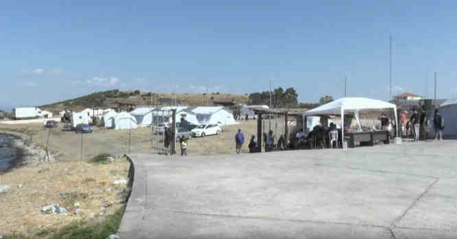 Lesbo salos palapinių stovykla migrantams