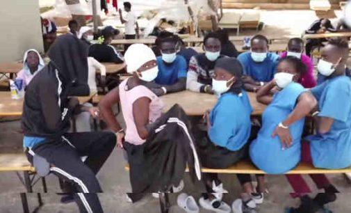 Italija: migrantai iškeldinami iš Lampedūzos salos
