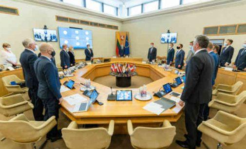 S. Skvernelio kvietimu Vyriausybės posėdis prasidėjo tylos minute pagerbiant Lietuvos žydų genocido aukų atminimą