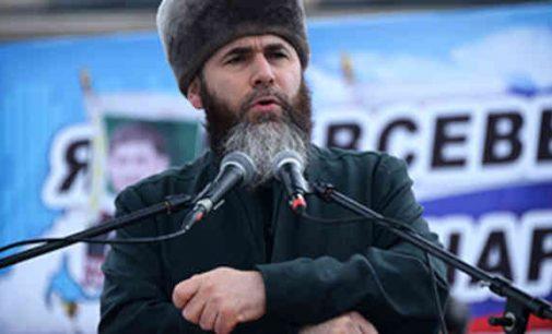 Čečėnijos muftijus paskelbė priešais visus E.Macroną palaikančius prancūzus