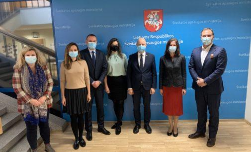 A.Veryga po susitikimo su Covid vakcinų gamintojų atstovais ramina visuomenę, jog skiepijimas bus savanoriškas be jokios prievartos