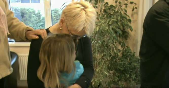 Deimantė Kedytė apsikabinus su Neringa Venckiene prieš pat policijos šturmą