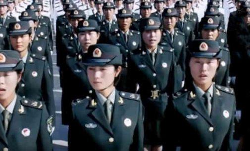 Kinijos lyderis Xi Jinpingas padrąsino savo kariuomenę nebijoti mirties ir ruoštis karui