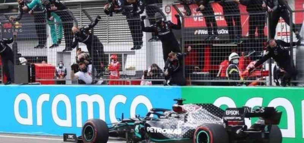 """Lewisas Hamiltonas tapo septynis kartus """"Formulės 1"""" čempionu. Jis pakartojo Schumacherio rekordą"""