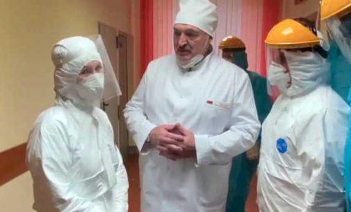 Lukašenka vėl pažadėjo pasitraukti, kai tik šalyje bus priimta nauja Konstitucija