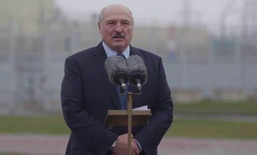 Aleksandras Lukašenka stovėdamas šalia paleistos Astravo AE kreipėsi į lietuvius ir lenkus