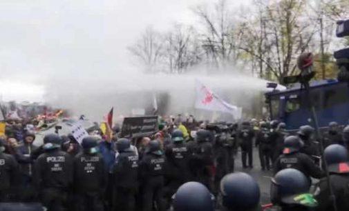 Berlyne protestai prieš karantino ribojimus