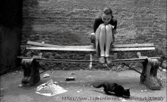 Mergina ant suoliuko