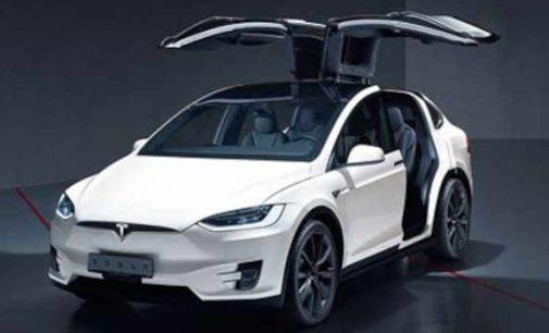 Hakeris per 90 sekundžių nulaužė Tesla Model X elektromobilio elektroninį užraktą