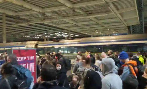 Britai masiškai palieka Londoną bijodami blokavimo