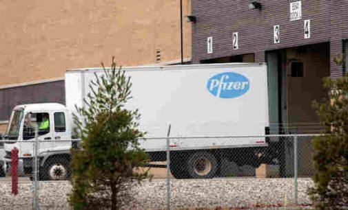 """JAV leista naudoti """"Pfizer"""" ir """"BioNTech"""" vakciną, kuri jau pajudėjo iš gamybos į paskirties vietas"""