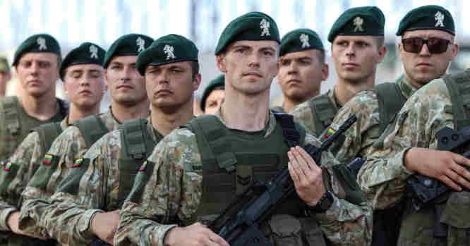 Dragūnų bataliono kariai