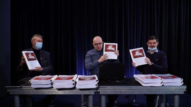 Konferencija pristatant 365 tūkstančius parašų