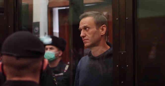 Aleksejus Navalnas teismo metu