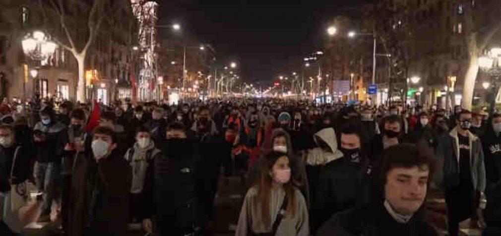 Reperio areštas paskatino didžiulius neramumus Ispanijoje. Dienos tema – Laisvas žodis