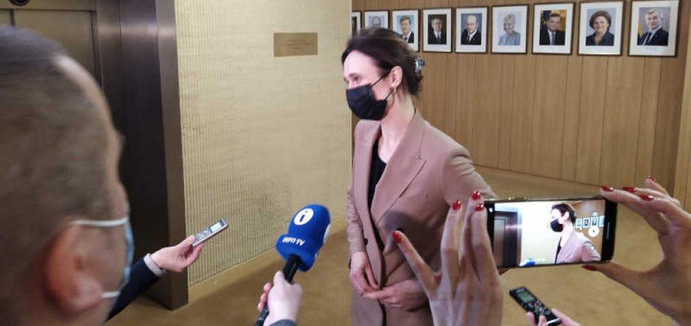 Prispausta į kampą Seimo pirmininkė pagaliau atvėrė savo kabineto duris visuomenininkams