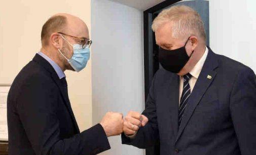 Ministras su ambasadoriumi aptarė Lietuvos ir Danijos bendradarbiavimą gynybos srityje