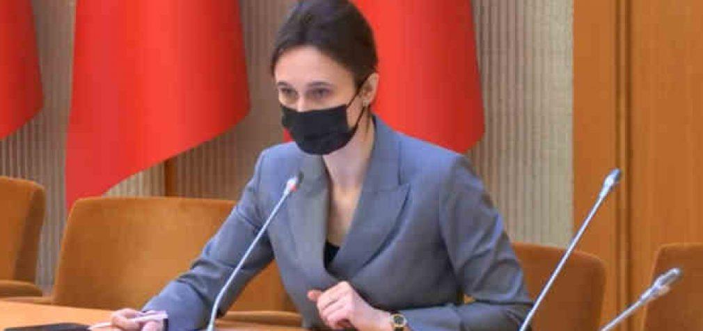 """Seimo pirmininkė pasakė, kad surinkti parašai nėra parašai, nes pateiktose jai """"knygose"""" nėra nė vieno parašo"""