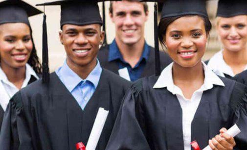 Tėvai JAV organizuojasi prieš kritinės rasės teoriją