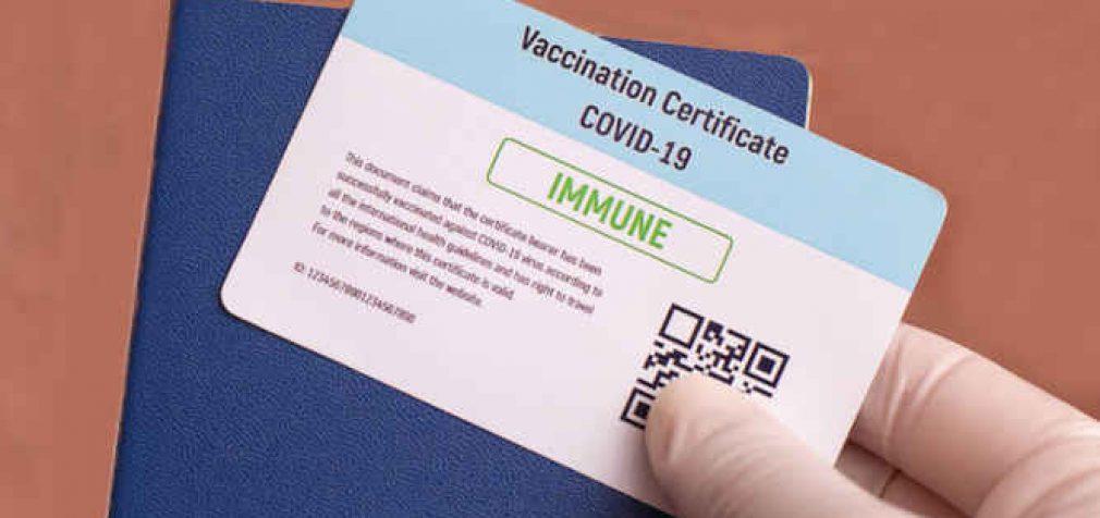 """Baltieji Rūmai JAV: amerikiečiai neprivalo turėti """"vakcinacijos pasų"""""""