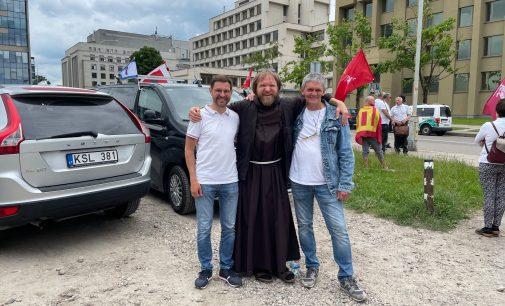 Keletas foto akimirkų, užfiksuotų protestuose prie Seimo, Birželio 15-16-17 dienomis