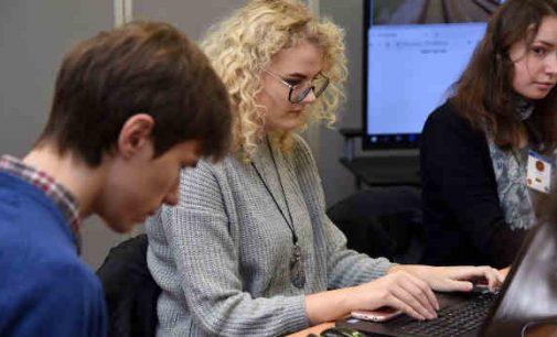 """Moterys griauna mitus apie kibernetinį saugumą: """"Naujų tikslų reikia siekti naudojant naujus metodus"""""""