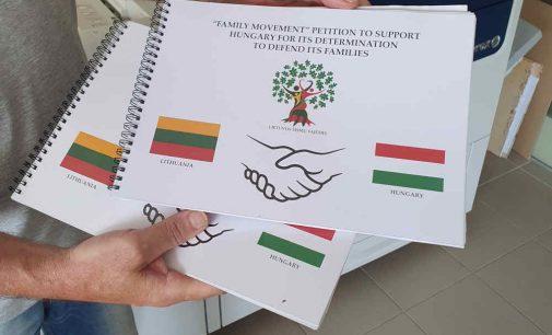 Vengrijos vaikų apsaugos įstatymo palaikymo peticija nuo Lietuvos žmonių su laišku keliauja į Vengrijos parlamentą