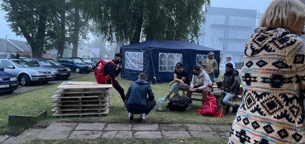 Nelegalai žygiuoja per Lietuvos sieną, kaip pro kiaurą rėtį (video iš Dieveniškių)