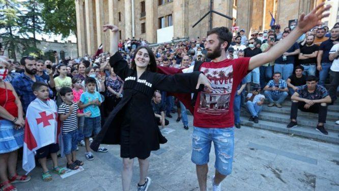 Parado priešininkų akcija prie Gruzijos parlamento