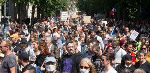 """""""Mūsų laisvei gresia pavojus"""": visoje Europoje kyla protestai dėl COVID-19 apribojimų"""