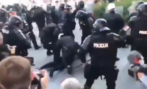 """Užsienio žiniasklaida apie Lietuvą: """"areštuoti protestuojantys prieš COVID-19 priemones ir """"LGBTQ+propagandą"""""""
