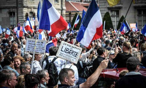Prancūzija uždraudžia neskiepytiems amerikiečiams nebūtinas (turistines) keliones