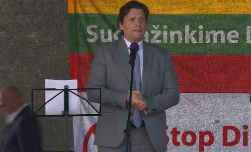 Vokietijos parlamentinės AfD partijos atstovas Stefan Korte – kalba rugsėjo 10 dienos mitinge prie Katedros