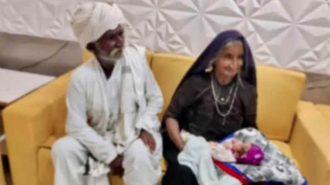 Indijoje 70-metė moteris pagimdė savo pirmąjį vaiką