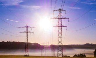 Elektros vartotojų asmeninių duomenų perdavimas kitiems tiekėjams teisėtas, net jei neduotas sutikimas