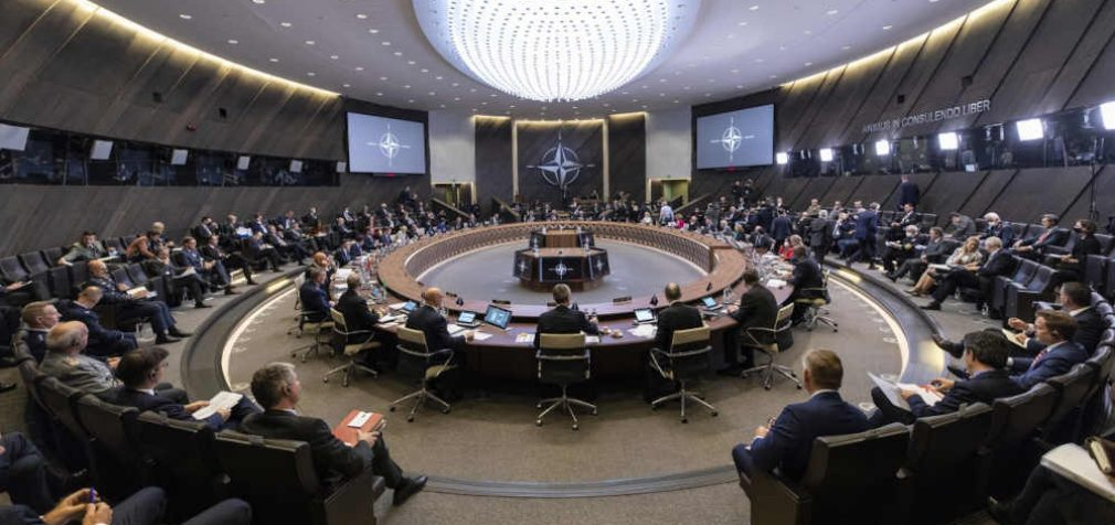Reaguojant į Rusijos grėsmę NATO gynybos ministrai sutarė stiprinti atgrasymą ir gynybą
