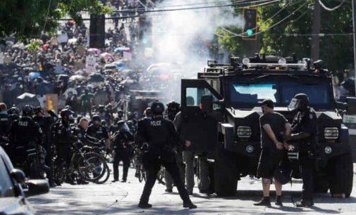 """Sietlo policija gali atleisti """"pražūtingą"""" skaičių, atsisakančių skiepytis pareigūnų"""